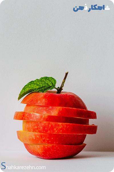سیبی که نشان دهنده ی غذا و بدن سالم است